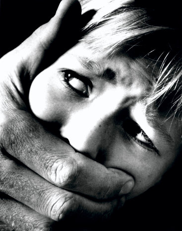 Abusos sexualmente a mujeres